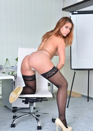 Immature dame from Russia is tired of working and rather than exposes her tight pussy