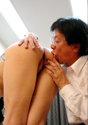 Muff creampie is a usual thing for Japanese woman with fine undersized chest